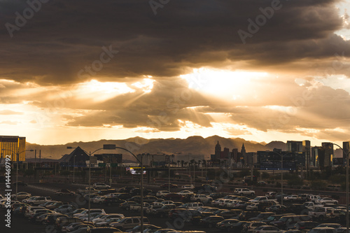 Foto op Plexiglas Las Vegas Sun Shining Through Clouds Over Las Vegas Skyline