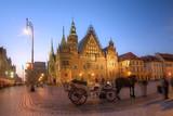 Wrocław ratusz o zmierzchu - 144541103