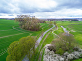 Grüne Felder im Frühling aus der Luft