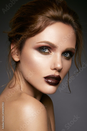 Poster Beautiful woman with professional make up and hairstyle