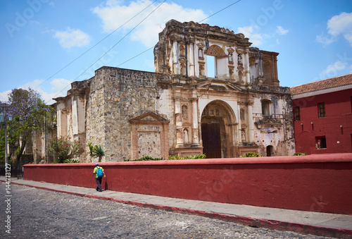 Fotobehang Centraal-Amerika Landen Destroyed Church in Antigua Guatemala / Heritage of ruined churches of conquistadors in Guatemala