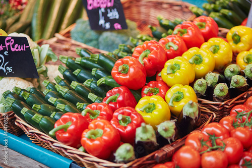 Plagát Fresh organic bell peppers and zuccinis on farmers market