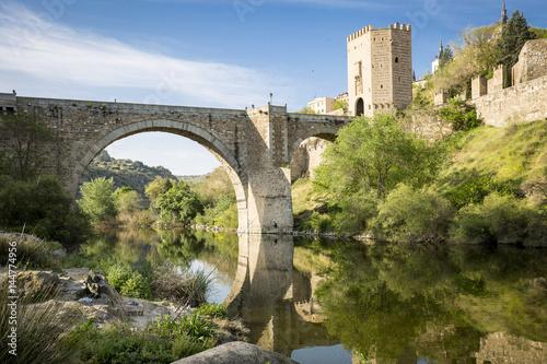 Papiers peints Rio de Janeiro Puente de San Martín bridge over Tagus river in Toledo, Spain