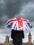 angleterre grande bretagne londres parlement westminster big ben parapluie drapeau anglais pluie météo brexit économie pays