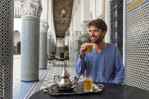 Tuinposter Marokko Vacances au Maroc et thé à la menthe