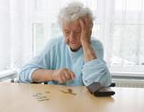 Rentnerin in einem Pflegeheim - 144882721
