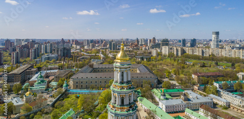 Foto op Plexiglas Kiev Panoramic view of Kiev Pechersk Lavra at spring. Aerial view. General view of the city and the Dnipro river.