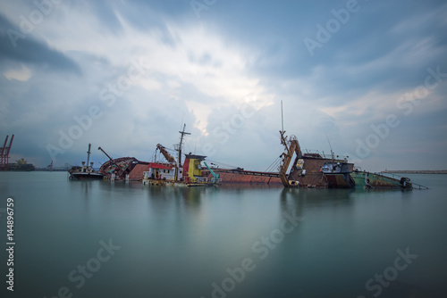 Plexiglas Schipbreuk Sinking ship. Industrial sea port of Mersin. Turkey