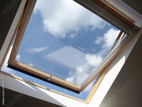 Przedłużenie dachu: świetlik wewnątrz, otwarty