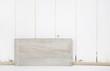 Alter Holz Hintergrund in weiß grau im Shabby Chic Look als Mockup oder Werbeschild bzw. Werbefläche