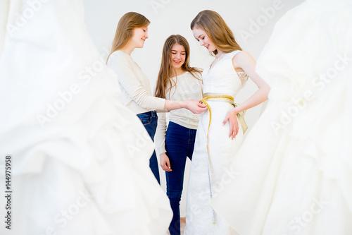 Plakat Measuring wedding dress