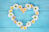 Fototapety Blumen als Herz - Liebesbotschaft