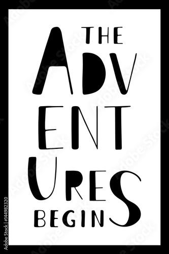 frazy-przygody-zaczynaja-sie-recznie-rysowane-napis-na-bialym-tle-pionowy-wektor-plakat