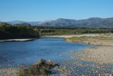 Paysage de Haute Provence, France, la rivière Durance et les Alpes.
