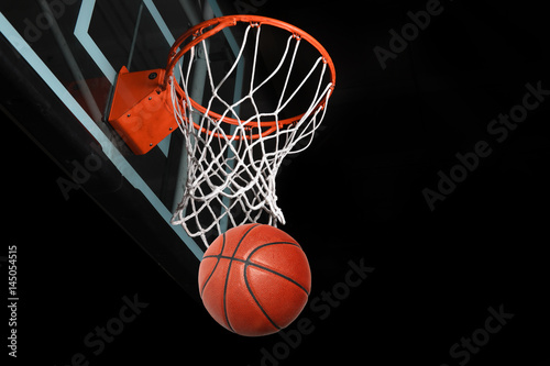 Plexiglas Basketbal Basketaball Going Thorugh Hoop