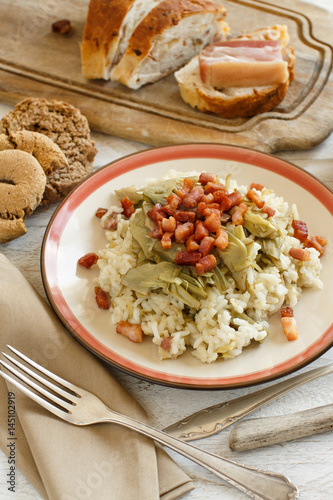 Risotto with artichokes and bacon - 145102919