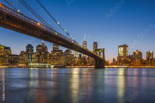 Deurstickers New York Brooklyn Bridge and Downtown Manhattan view at sunset