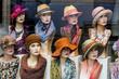 Leinwanddruck Bild - Boutique mit Hüten und Damenmode