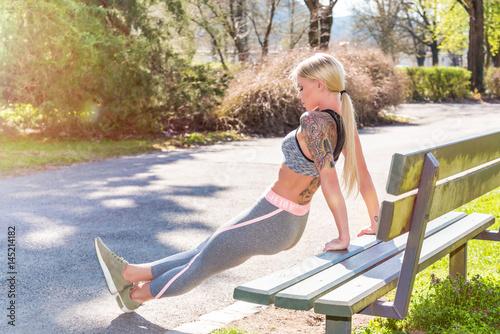 Foto op Aluminium Jogging Junge Frau beim Jogging - Laufen - Sport