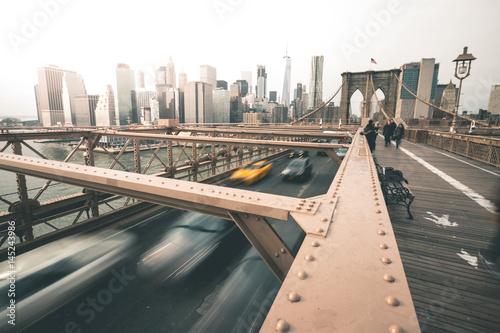 Foto op Plexiglas New York TAXI Traffic on Brooklyn Bridge - New York