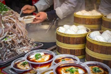 Markt in Peking mit chinesischem Streetfood.