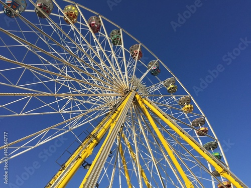 Poster Big wheel in front of a blue sky