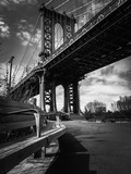 Manhattan bridge and park bench in black and white