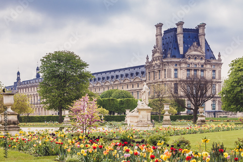 Plagát Le Louvre et Jardin des Tuileries