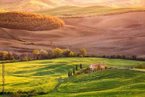 Farmhouse in late afternoon sun near Pienza, Tuscany, Italy Poster