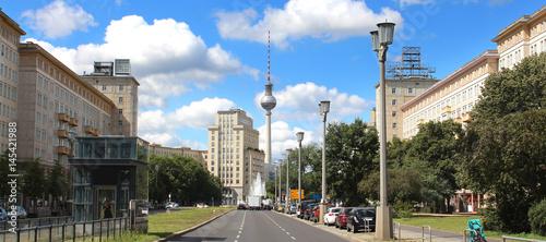 Papiers peints Berlin Berlin / Karl-Marx Allee und Fernsehturm