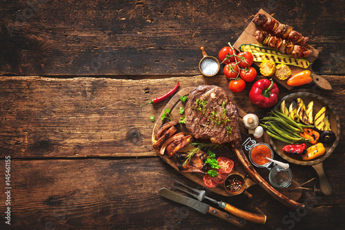 Grilled meat and vegetables - 145461155