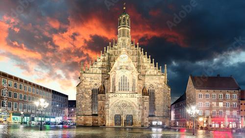 Foto op Aluminium Scandinavië Nuremberg, cathedral Frauenkirche in Hauptmarkt wtih rainbow, Bavaria, Germany