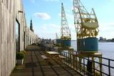 Alte Ladekräne im Hafen von Antwerpen