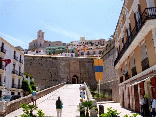 Ibiza: Zugbrücke und Stadtmauer