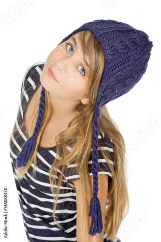 Portrait jeune fille avec bonnet Poster