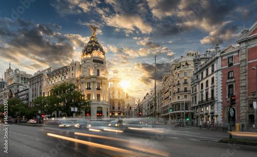 Keuken foto achterwand Madrid Die Einkaufsstraße Gran Via in Madrid, Spanien, bei Sonnenuntergang