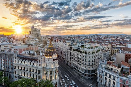 Poster Madrid Die Skyline von Madrid, Spanien, bei Sonnenuntergang
