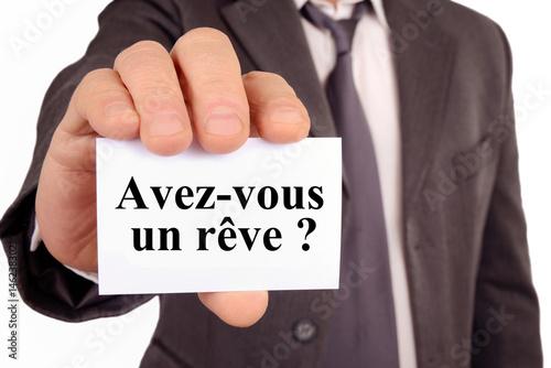 Homme tenant une carte avec avez-vous un rêve écrit dessus  Poster