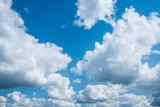 ciel bleu gros nuage blanc coton fond vacances rêve