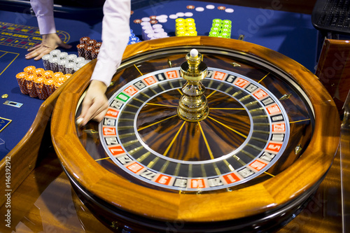 Poster Las Vegas Wooden Roulette table in casino ball