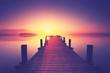 Urlaub, Holzsteg am See im Sonnenlicht