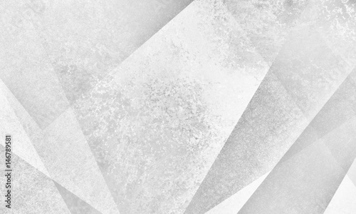 wyblakłe abstrakcyjne białe tło geometryczne z trójkątów kątów i linii w warstwowej grunge teksturowanej nowoczesnym stylu