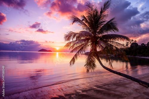 Fotobehang Strand Beautiful bright sunset on a tropical paradise beach