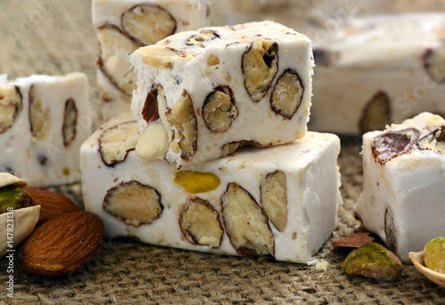 Foto Murales Soft Nougat, weisser Nougat - Nahaufnahme, Foodstyling