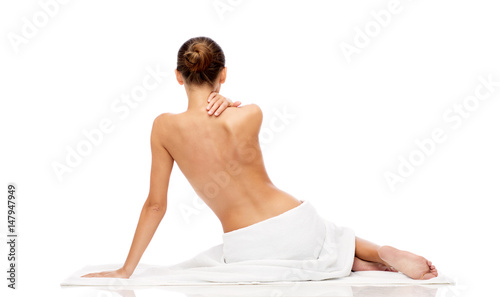 Papiers peints Spa beautiful young woman in white towel with bare top