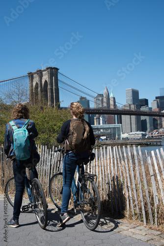 Foto op Canvas Brooklyn Bridge Riding a bike in the Brooklyn bridge