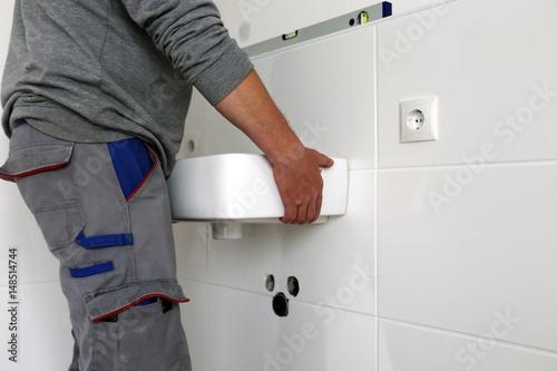 Neues Waschbecken montieren