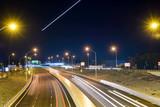 Flugverkehr über Straße, Highway in Perth, Tonkin Highway, Nacht, beleuchtet,Western Australia, Australia