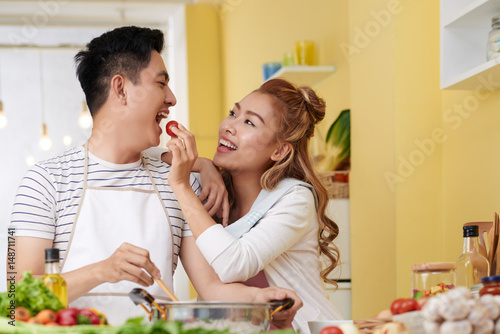 Poster Feeding boyfriend