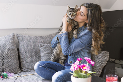 Poster Happy woman kissing her cat